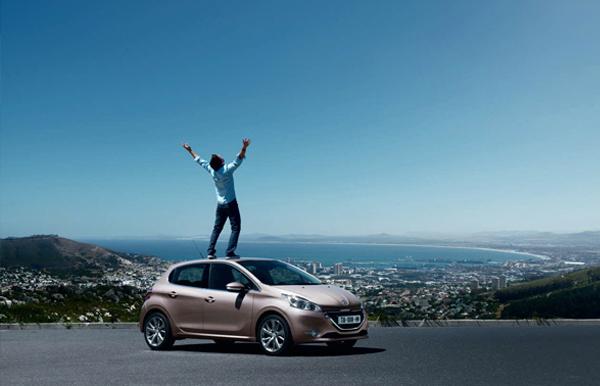 El salón del automóvil de San Pablo se presentó en avant premier, el Peugeot 208 que se produce en Brasil. Durante el segundo semestre de este año se sumará a la familia Peugeot comercializada en Argentina, ubicándose entre el 207 Compact, que se seguirá produciendo y vendiendo, y el 308.